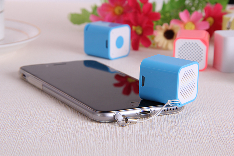 US $13 2 |the word smallest bluetooth speakers 26 8*26 8*28 5mm protbale  bluetooth Mp3 Player hands free call self-in Portable Speakers from  Consumer