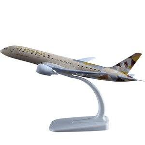 Image 2 - Etihad avion Souvenir daviation, modèle B787, artisanat, en alliage, Boeing 787, jouets cadeaux danniversaire pour adultes et enfants, 20cm