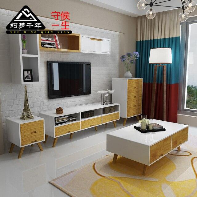Pequeno apartamento sala de estar mesa de caf combina o de madeira maci a arm rio tv - Armarios para sala de estar ...