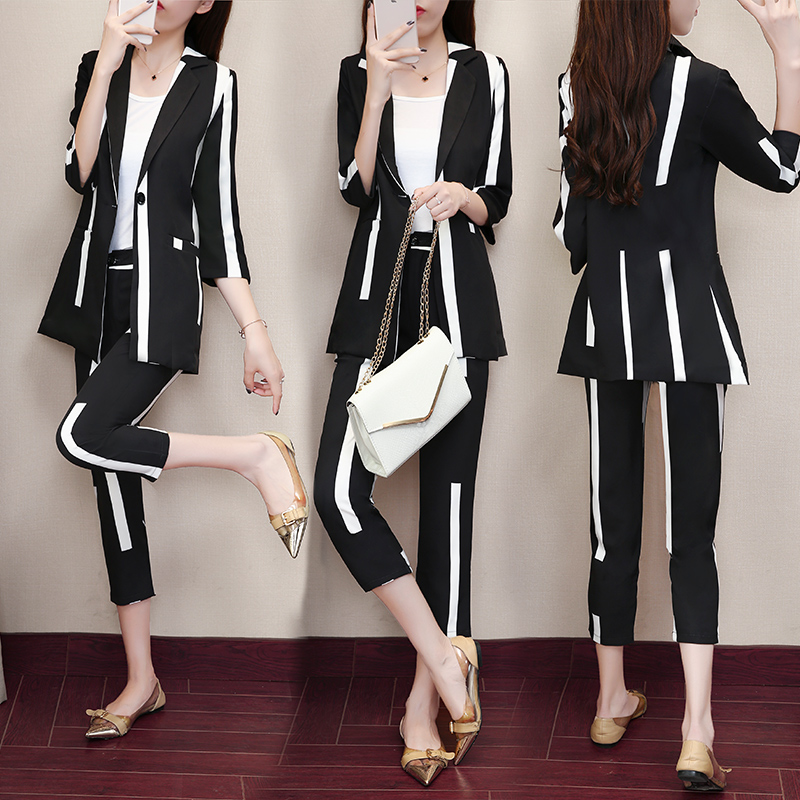 2018 New Summer Autumn Fashion Women's Clothing Printing Button Turn-down Collar Half Sleeves Two-piece Women's Sets Female