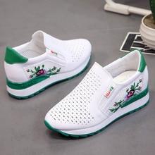 Kadın rahat ayakkabılar yaz bahar loaferlar üzerinde kayma çiçek karışık renkler Hollow Out artan iç yüksekliği beyaz Sneakers 35 40