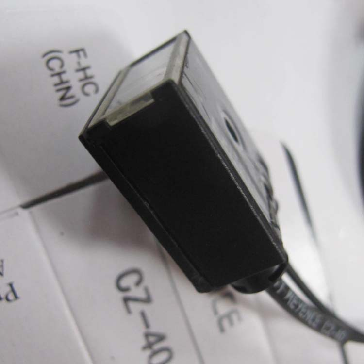 Capteur de fibre optique de capteur de couleur damplificateur laser KEYENCE Kean CZ-40Capteur de fibre optique de capteur de couleur damplificateur laser KEYENCE Kean CZ-40