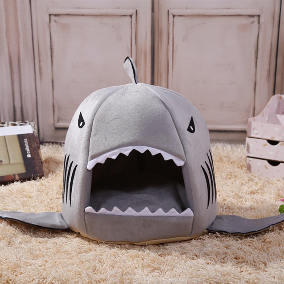 Grijs haaienbedje mand voorkant voor de kat