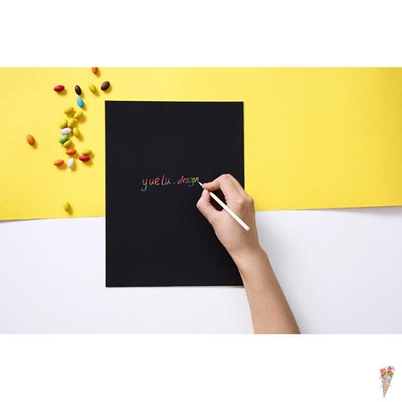1Set Nero Eco-friendly 10 Lenzuola A4 Magia Scratch Art Pittura Giocattoli di Carta Con Il Disegno Bastone di Giocattoli Per Bambini