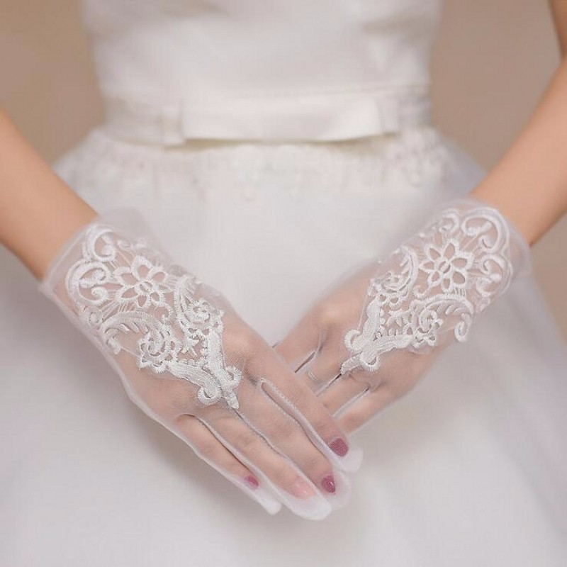 Short White Lace Wedding Gloves For Bride Sexy Bridal Gloves Fingers 2018 Cheap Luvas De Noiva