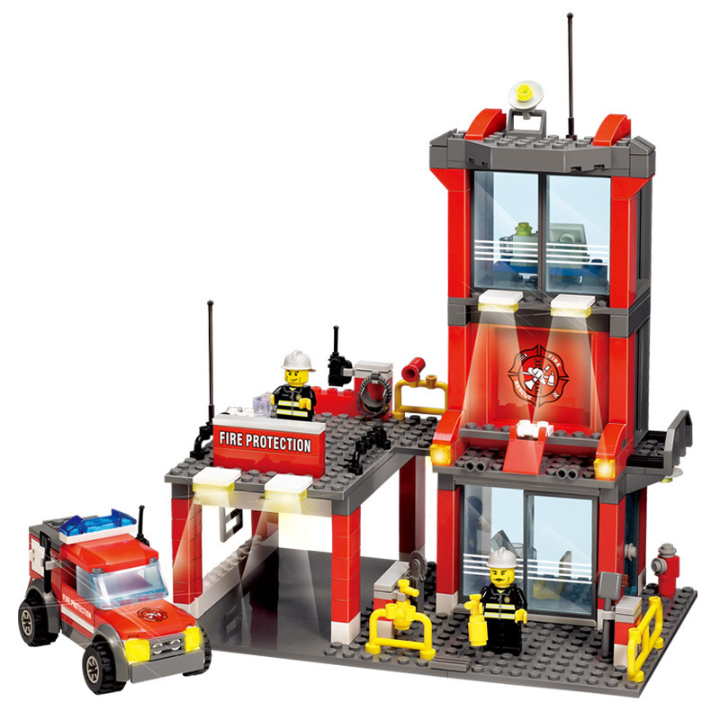 300pcs City Fire Station set Building Blocks DIY Educational Bricks Compatible legoed city Truck Toys for Children gifts new classic kazi 8051 city fire station 774pcs set building blocks educational bricks kids toys gifts city brinquedos xmas toy