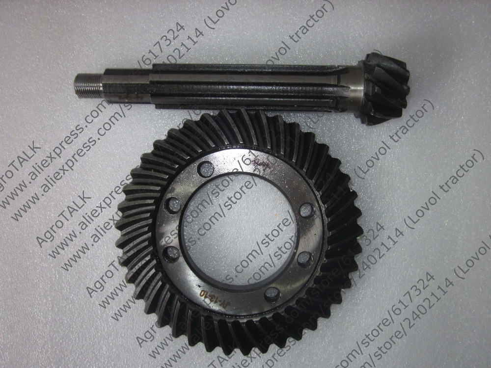 Hebei Xingtai XT180D tractor parts, the set of passive bevel gear and driving bevel gear, part number:16.37.134 16.37.140 ft304 31f 138 ft304 31f 131 the mid driving bevel gear and main bevel gear for foton lzt tractor ft304 454 lzt304 lzt454