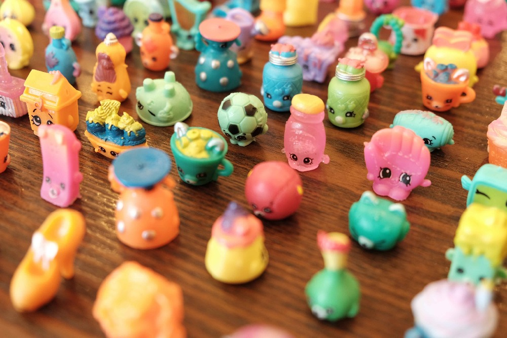2017 hot sale christmas gift rubber toys 50-100 pcs send by random best gift for the shopkin children