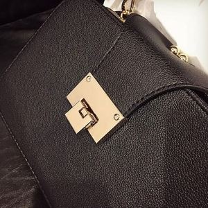 Image 5 - Fggs春の新ファッションの女性のショルダーバッグチェーンストラップフラップデザイナーハンドバッグクラッチの女性のメッセンジャーバッグ金属降圧