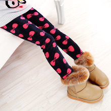 Spodnie zimowe dla dziewczynek na co dzień leginsy ciepłe spodnie dla dzieci z kotem w kształcie serca spodnie dla dzieci tanie tanio ROYGCBP Poliester Mikrofibra COTTON skinny Dziewczyny Pattern Character Pełnej długości Elastyczny pas Drukuj Proste