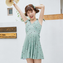 цена на 2019 New arrival Small fresh Pleated skirt One piece swimsuit high quality Young girl Swimwear lovely women bathing suits