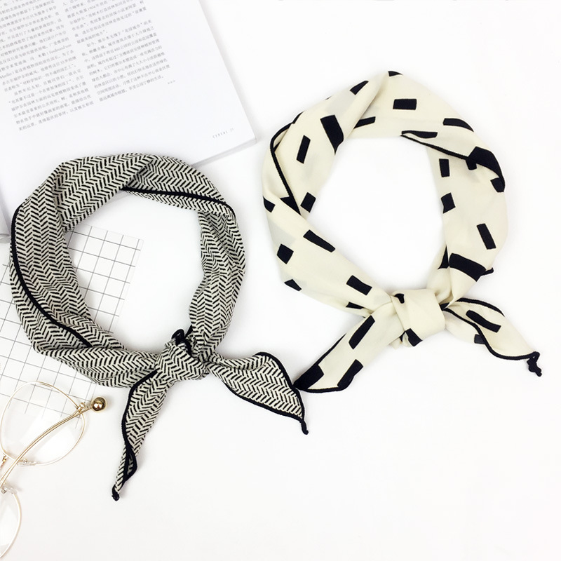 2017 New Women Scarves Cotton Scarf Small Triangle Scarves Elegant Wrapped Neck Handkerchief Hair Accessories decoration MN04