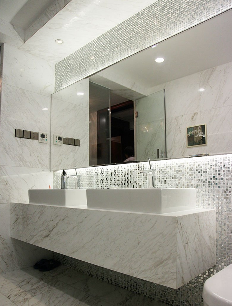 Silver mosaic tiles bathroom tile design ideas for Glass mosaic tile backsplash bathroom