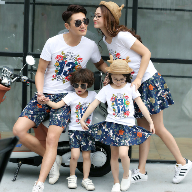d2cc8711304a Happy family matching outfits couple apparel for travel sports 2016 summer  cute family look clothing t shirt skirt or pants set