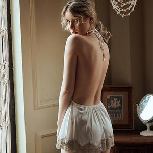 Image 3 - الصيف مثير الدانتيل السيدات الخامس الرقبة مفتوحة الظهر الساتان فستان نوم صغير الملابس الداخلية الأبيض ملابس خاصة مجموعة الملابس الداخلية للنساء