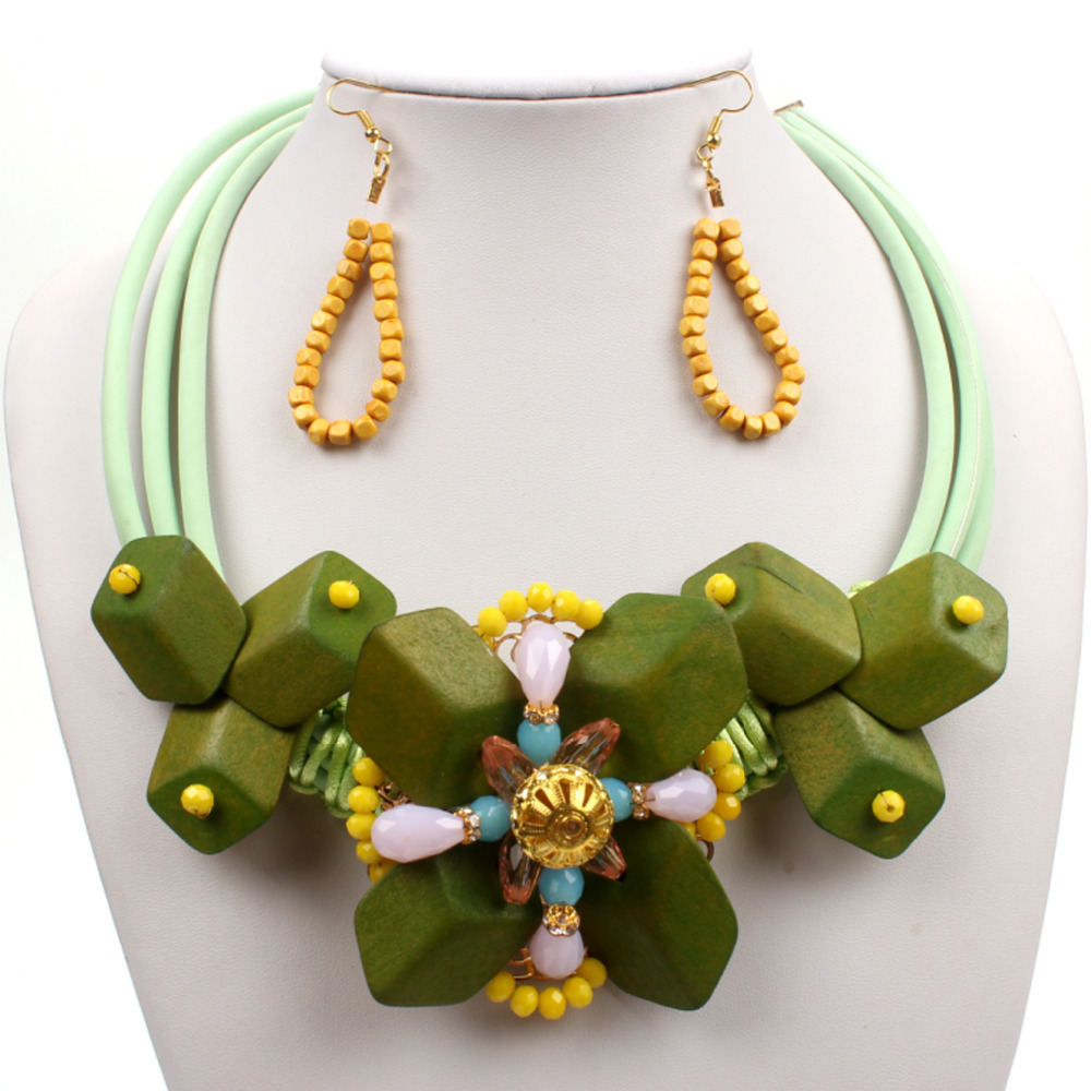 Creative Beads: Vintage Green Wooden Women Jewelry Set Geometric Shapes