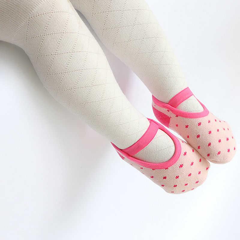 5色赤ちゃん最初ウォーカーのベビーシューズ靴下乳児赤ちゃんの女の子靴ラバーアンチスリップポルカドット靴ソール赤ちゃんウォーカー