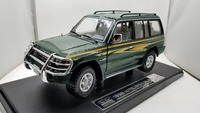 1:18 Diecast Model for Mitsubishi Pajero 1998 Classic SUV Alloy Toy Car Miniature Collection