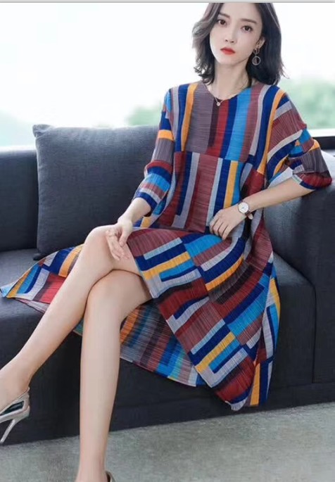FREE SHIPPING Miyake Fashion three quarter geometric print o-neckr fold dress  A-line dress IN STOCK