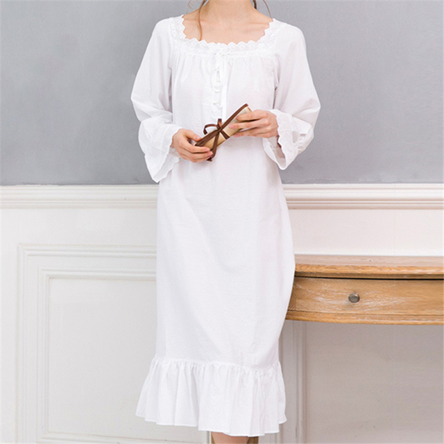 Women's Vintage Lace Decorated Nightgown