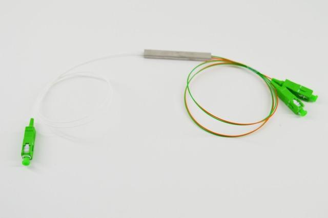 O Envio gratuito de 10 pçs/lote 0.9mm Tubo de Aço 1x2 Mini Blockless 1*2 SC/APC Conector fibra Óptica PLC Splitter