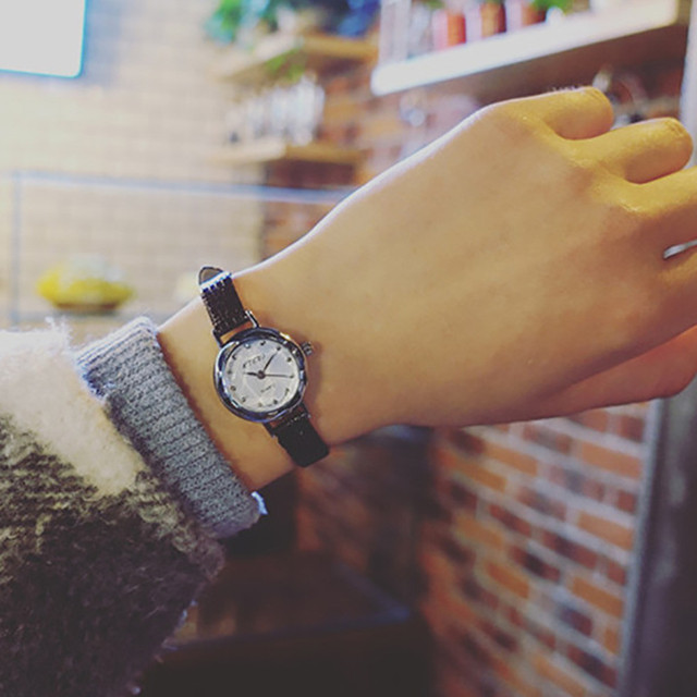 Female Models Fashion Thin Belt Rhinestone Belt Watch Popular Womens Watches Sty