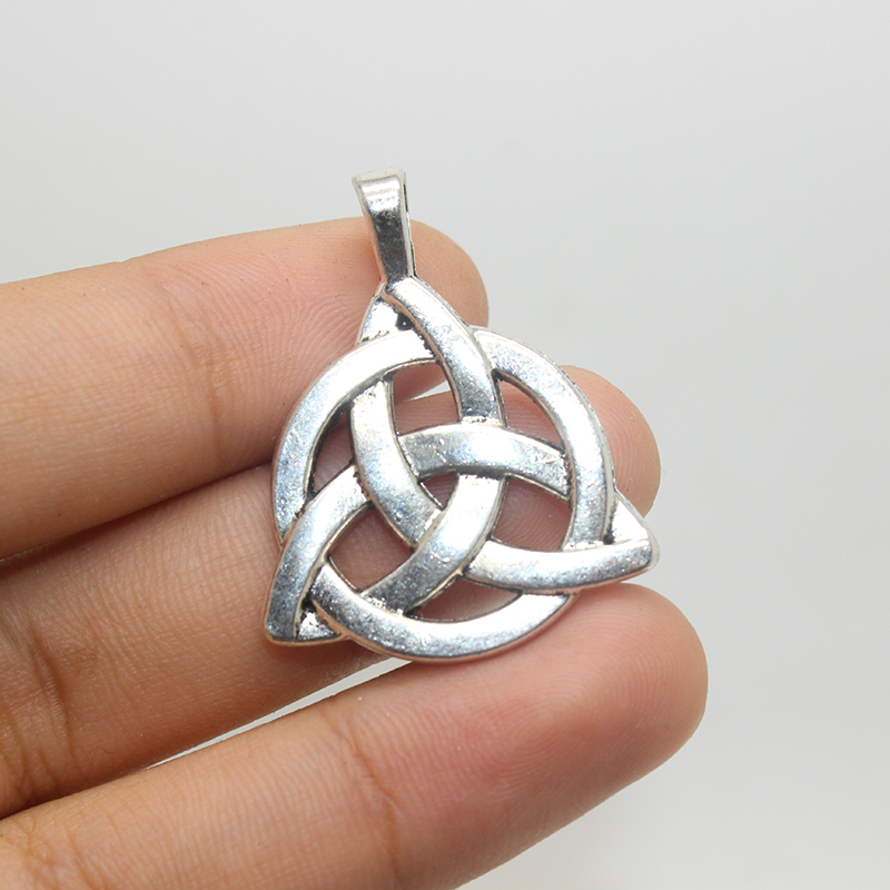 5pcs Antique Tibetan Silver 2 Sided Celtic Knot Pendantstriquetra