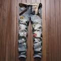 Europeus e Americanos estilo remendo Buraco afiação crachá pequenas magros jeans reta Moda tendência casual de alta qualidade calças de brim dos homens 28-38