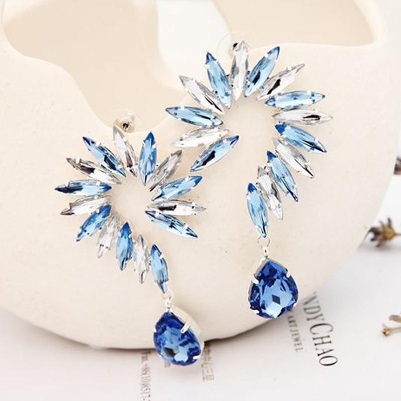 YFJEWE 2018 Հանրաճանաչ նորաձևություն կանանց ձիու աչքի մասեր Ականջօղ կին ծաղիկ ձևավորեց մեծ բյուրեղյա կաթիլ ականջողներ զարդեր ոսկուց և արծաթից E092
