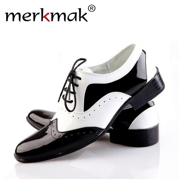 2016 nueva tendencia de los hombres de moda del dedo del pie puntiagudo planos ocasionales de los hombres zapatos masculinos de cuero japanned zapatos de boda blanco negro acento formal