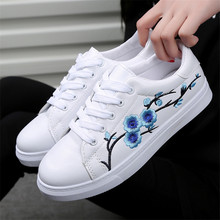 2017 Mode Nouvelle Marque Designer Blanc Chaussures Femme Plate-Forme Mocassins Broder Creepers Printemps Dentelle-Up Appartements Casual Fleurs Femmes
