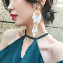 купить 2019 New Sweet Romantic Pendant Earrings Butterfly Pearl Long Tassel Earrings Fashion Elegant For Women по цене 121.43 рублей