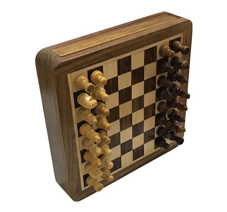 Upscale madeira maciça magnética super mini xadrez