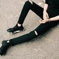 Mens Casual Skinny Jeans Pantalones de Los Hombres Solid Negro Blanco Lápiz Pantalones Vaqueros Rasgados Agujero Mendigo de Los Pantalones Vaqueros Con La Rodilla Para Los Hombres Jóvenes