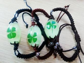 free shipping 30 PCS Real Four Leaf Lucky Clover Shamrock Resin Glow Bracelet Bangle