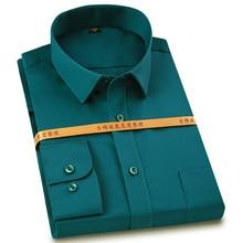 Clássico masculino não ferro sólido manga longa camisas de algodão único remendo bolso casual grosso padrão ajuste formal camisa de vestido de negócios