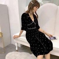 The new spring 2019 aristocratic temperament v neck dress order pearl five sleeve long velvet dress in female