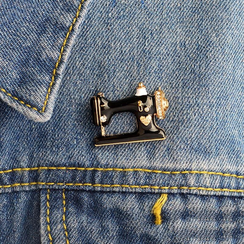 Fashion Sewing machine Brooch Black Enamel Crystal Tailor Seamstress Pin Buckle Jacket Shirt Collar Lapel Pin Badge Jewelry Gift