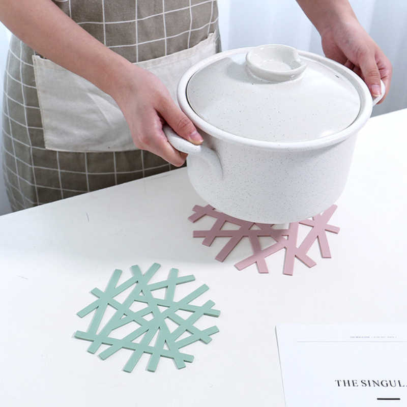 Snowflake Shape Table insulation pad Heat-resistant Placemat Home Hollow Casserole Pad Anti-hot Mat Kitchen Tool