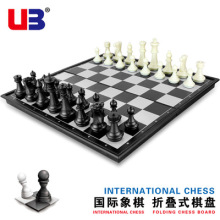 32 pieces of medieval chess / Plastic full International Chess Entertainment Game Black And White