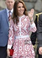 Moda kate middleton princesa bordado de la flor roja de manga larga mujeres cascading ruffle dress