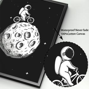 Image 4 - أسود أبيض رائد الفضاء القمر الرسم على لوحات القماش الجدارية الشمال الملصقات و يطبع الكرتون جدار صور للأطفال غرفة الحضانة ديكور