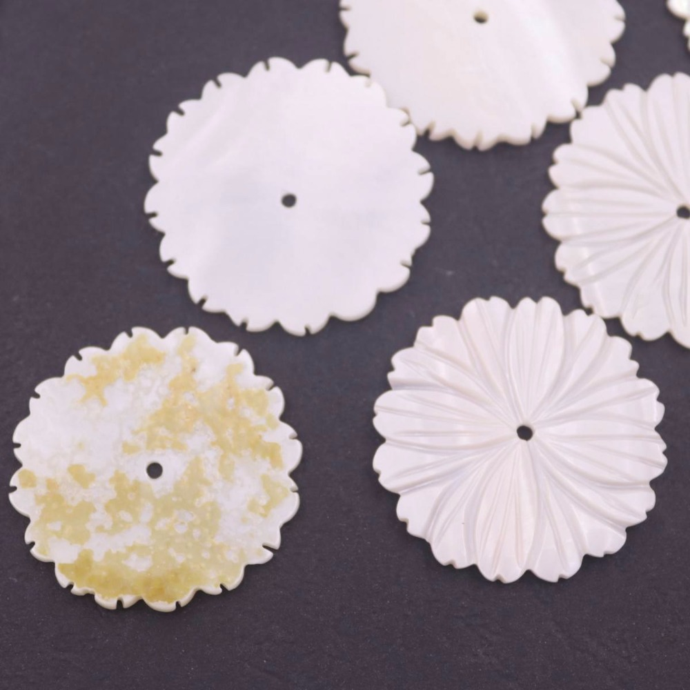 Купить с кэшбэком Lots 10 PCS 28mm Round White Shell Flower Mother of Pearl Loose Beads