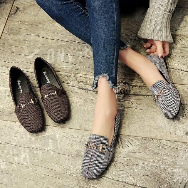 2018 רטרו החדש באביב ובקיץ נעליים שטוחות נשים Tartan עיצוב עגול למעלה כפתור מתכת בטלן שטוח Zapatillas Mujer L115