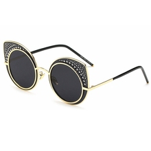 2017 New fashion sunglasses For Women Metal nail bead Cat Eye Sunglasses Glasses Men Brand Designer oculos de sol feminino