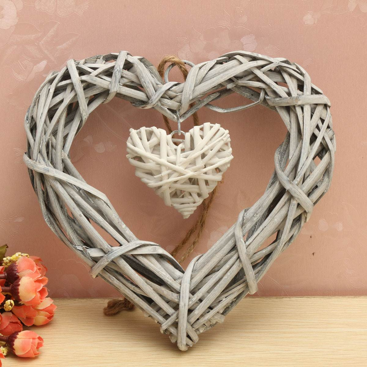 Wicker hanging heart in grey white wreath color rattan for Objet deco shabby