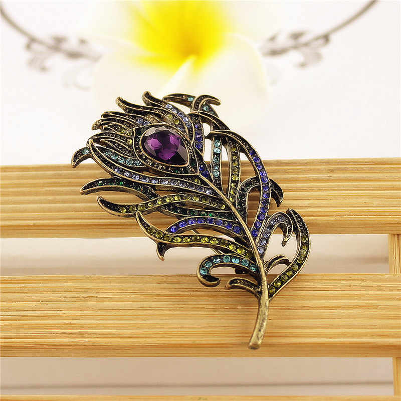 2017 free shipping fashion ladies new jewelry Retro suit sweater feather personality girl wife gift party brooch female