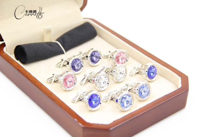 купить Christmas and New Year Valentine's Day gift sets of high-grade crystal cufflinks cuff nail cufflinks box to send по цене 2713.1 рублей