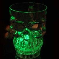 2016 Apressado Crânio Frasco De Vidro Com Punho L 550 ml Flash cerveja Crânio Do Fantasma Engrossado Na Água Iluminação Indução Luminosa copo