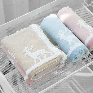 Image 1 - 25x50cm 100% toalha de algodão árvore de natal cervos padrão chlid rosto do bebê mão toalha de natal toque macio rápido seco toalha